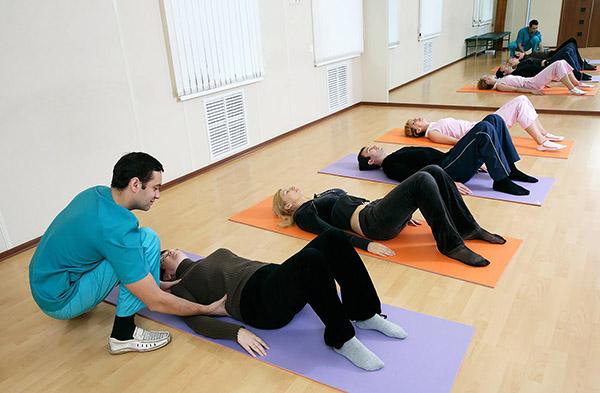Выполнение упражнений при остеохондрозе